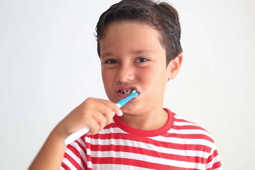 Ультразвуковая электрическая зубная щетка видео