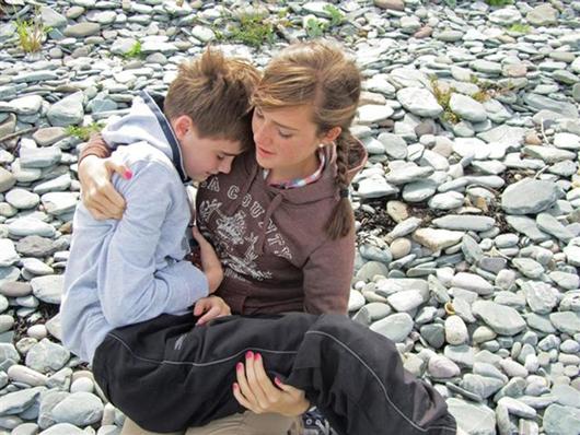 """""""Я любимый"""", автор: Эдвард Миллс (Edward Mills). Мальчик с аутизмом и его сестра."""