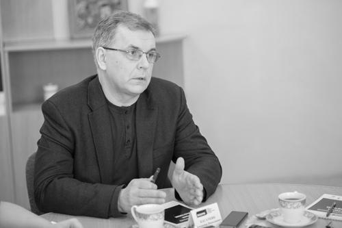 Владимир Николаевич Касаткин, профессор, д.м.н, член экспертного совета  фонда «Выход» рассказывает о том, как в рамках Программы будет выстроена ранняя диагностика аутизма