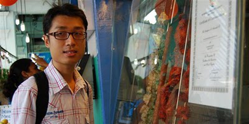 Эрик Чен, молодой человек с аутизмом из Сингапура, автор двух книг о жизни с аутизмом